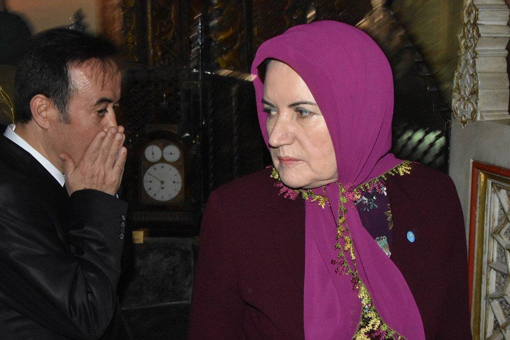 FOTO:DHA - Akşener, Konya'da Mevlana Türbesi'ni de ziyaret etti.