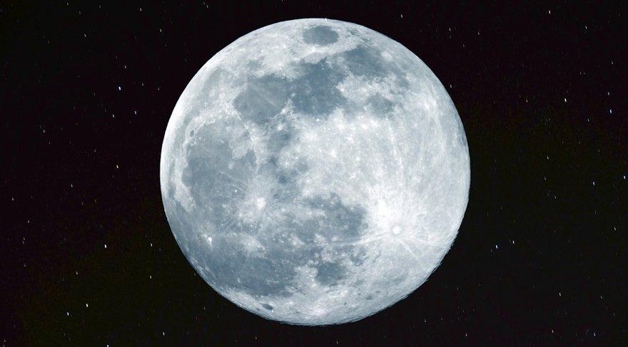 Ay'ın boşlukta olması demek; Ay'ın bir burçtan başka bir burca geçerken hiç bir gezegenle kontak kurmaması anlamına gelir. Ay'ın boşlukta olduğu zamanlar ve saatler, aslında bir nevi boş işler zamanıdır arkadaşlar.