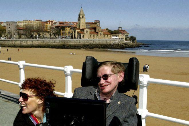Hawking ve eşi İspanya tatilinde...