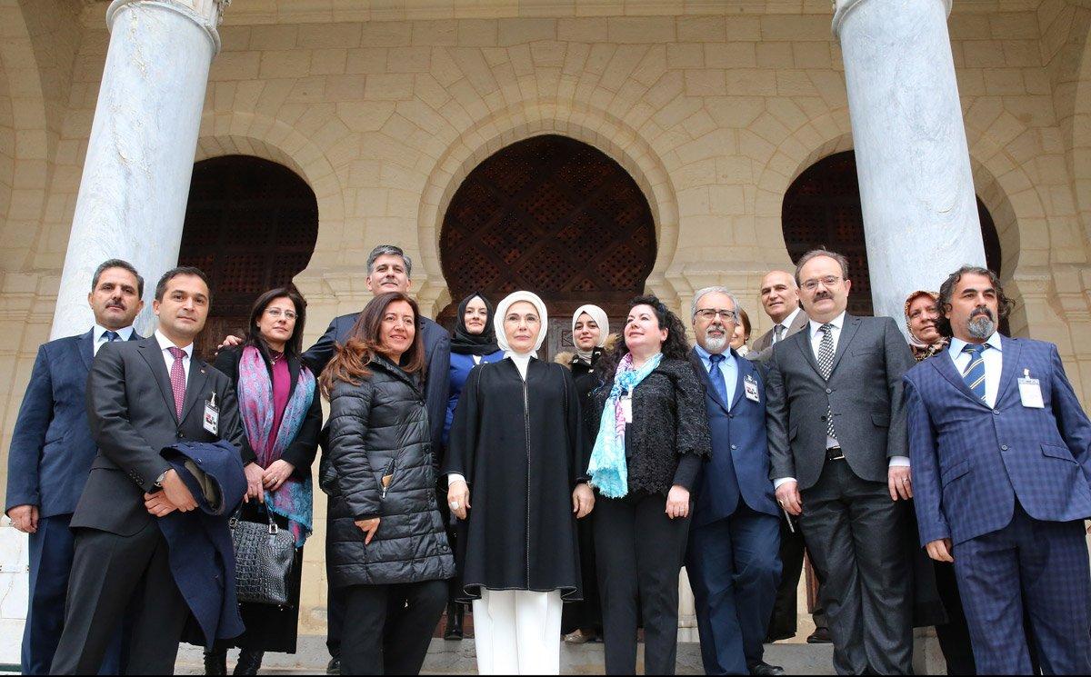 FOTO:İHA - Emine Erdoğan'ın cami ziyaretine engel çıkarıldı.