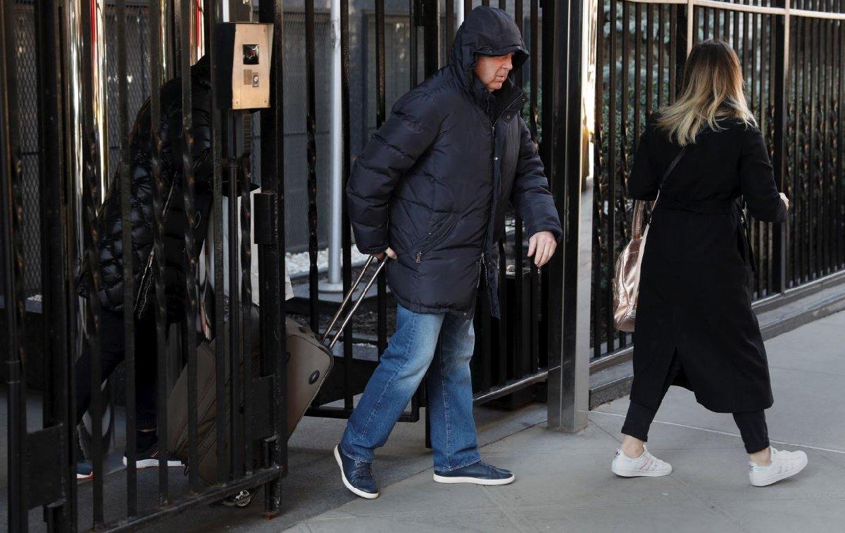 New York'taki Rusya'nın Daimi BM Temsilciliği'nden bazı diplomatların bavullarıyla çıktığı görüldü.