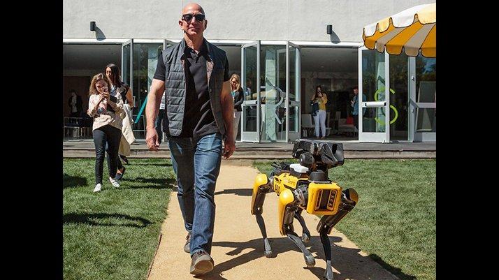 Bezos'un robot köpeği olay oldu
