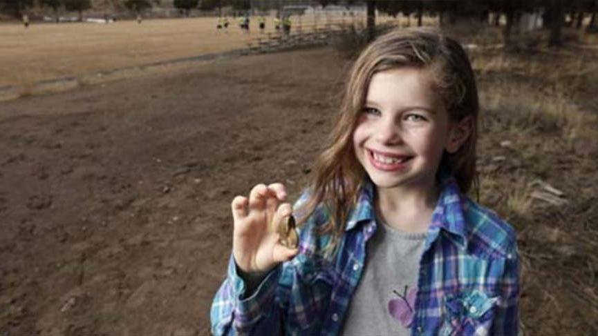 Küçük kızın kolyesi 65 milyon yıllık fosil çıktı