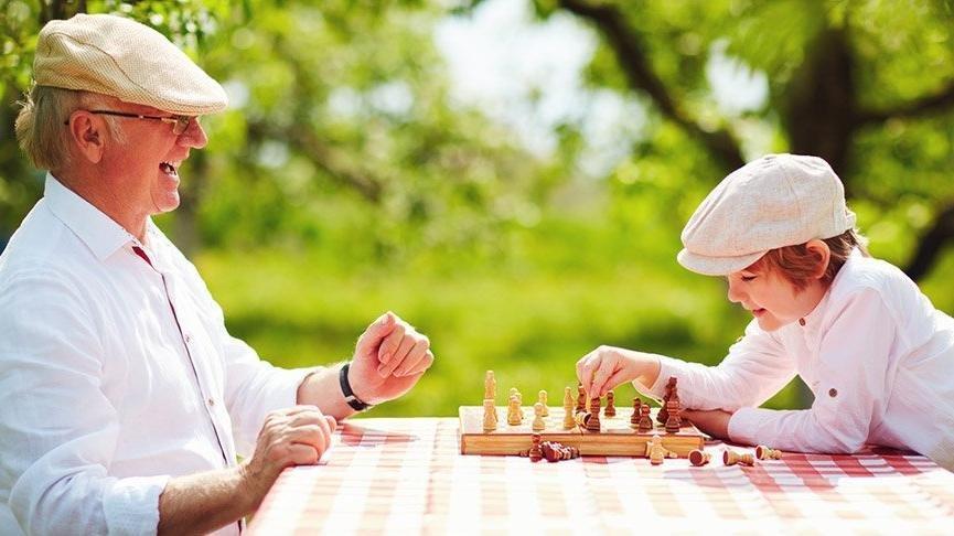 Alzheimer Hastalığı nedir? Belirtileri nelerdir? Nasıl tedavi edilir?