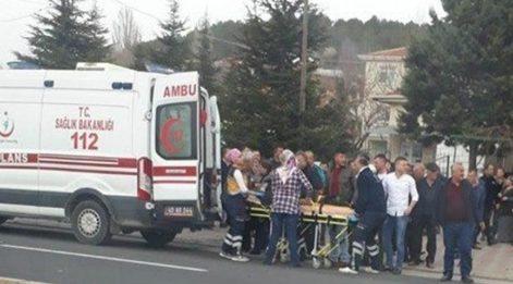Kırmızı ışıkta geçen sürücü kaza yaptı, 2 kişi öldü