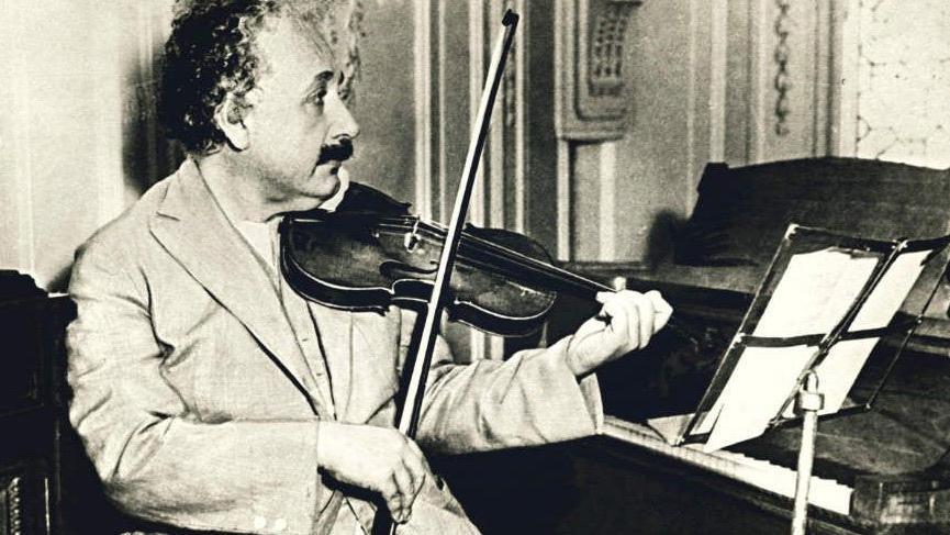 Einstein'ın kemanı 516 bin dolara satıldı