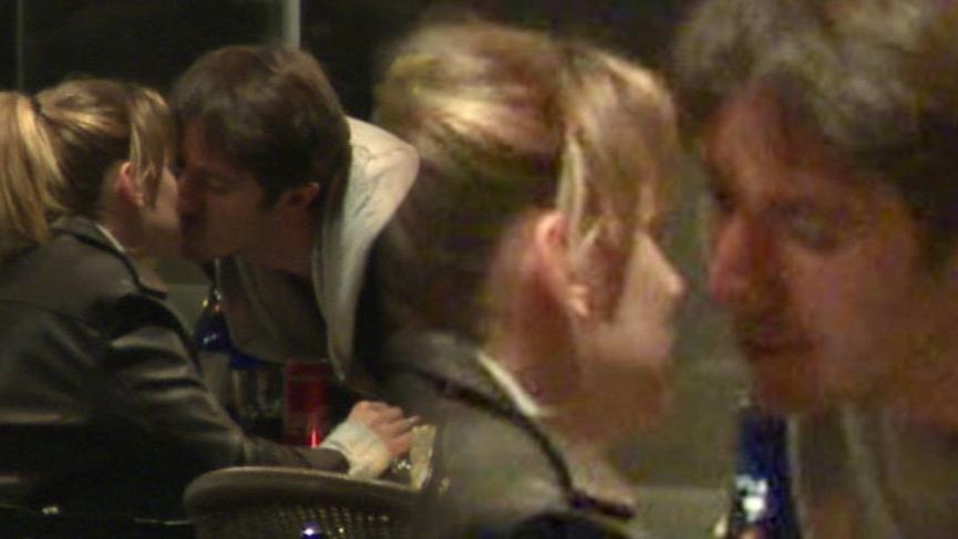 Farah Zeynep Abdullah ve Ahmet Rıfat Şungar dudak dudağa