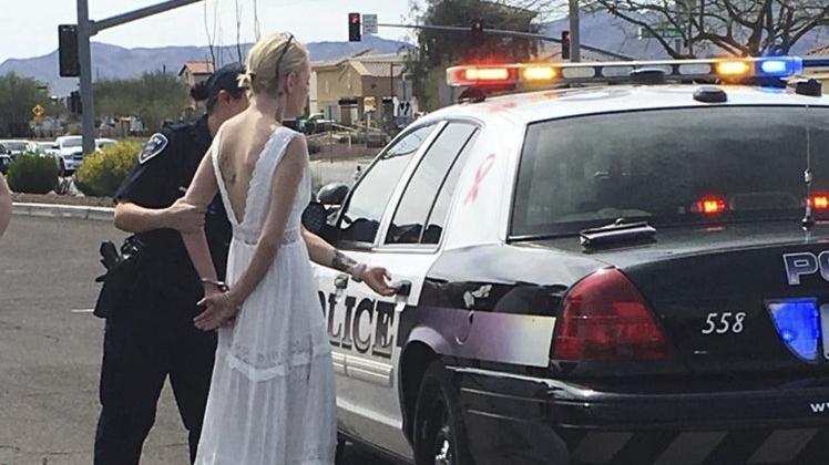 Düğün gününde nezarete düştü