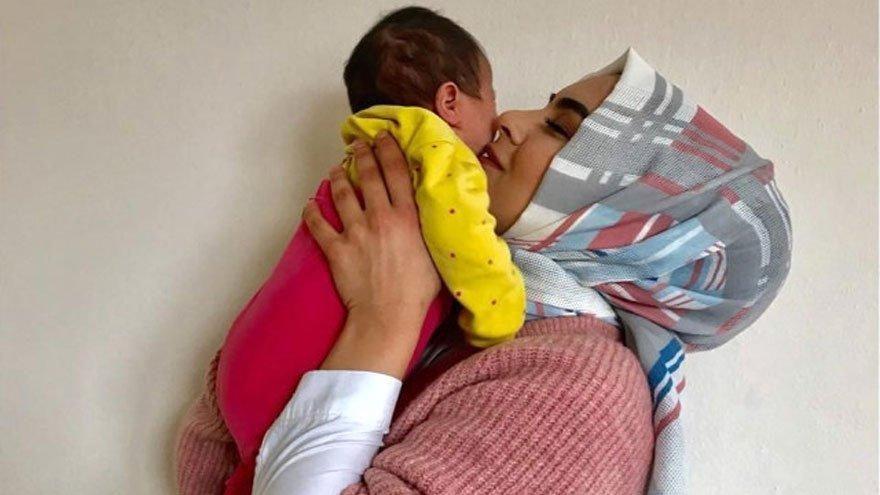 Gelin adayı Hanife estetik yaptırıp bebeği kucağına aldı