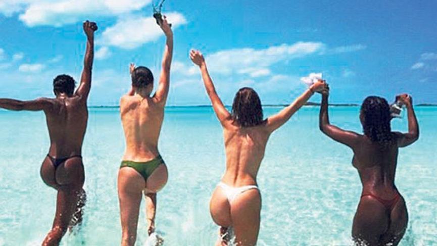 Jenner ve Hadid'in üstsüz deniz keyfi