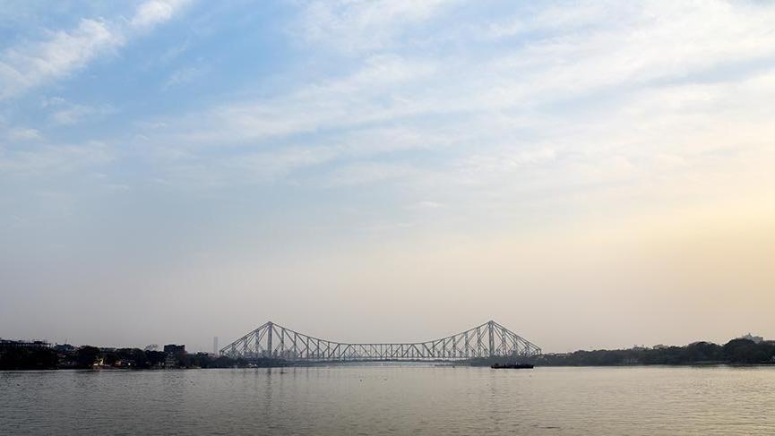 Hindistan'ın dev çelik köprüsü 75 yaşını devirdi