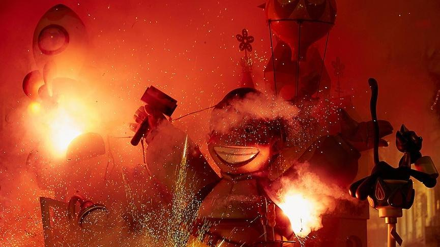 Las Fallas Festivali'nde 1 yıl boyunca yapılan kuklalar yakılıyor