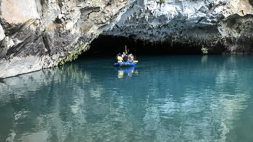 Turistlerin ilgi odağı Altınbeşik Mağarası