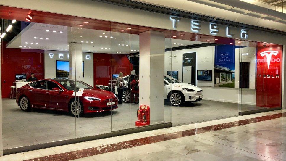 Tesla'nın üzerindeki kara bulutlar iflasın habercisi mi?