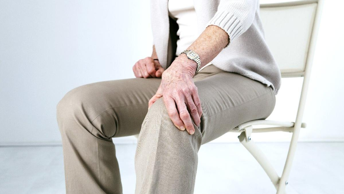 Bacaklarda şişme ve ağrı belirtilerine dikkat!