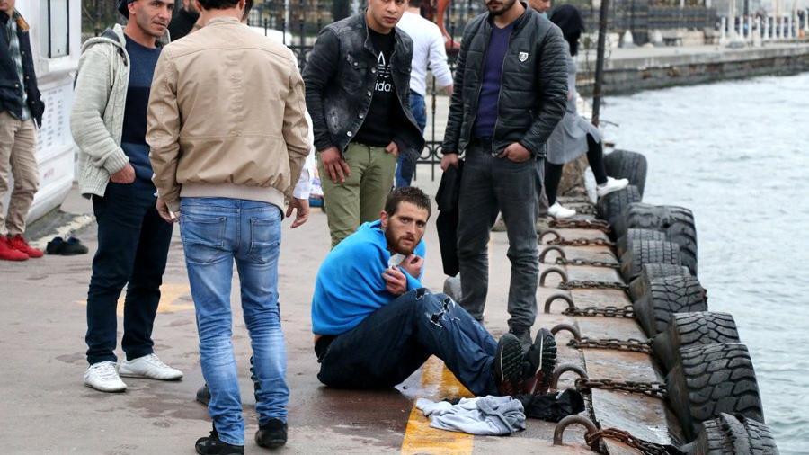 Beşiktaş'ta boğulmak üzere olan Suriyeliyi tur teknesinde çalışan Suriyeli kurtardı