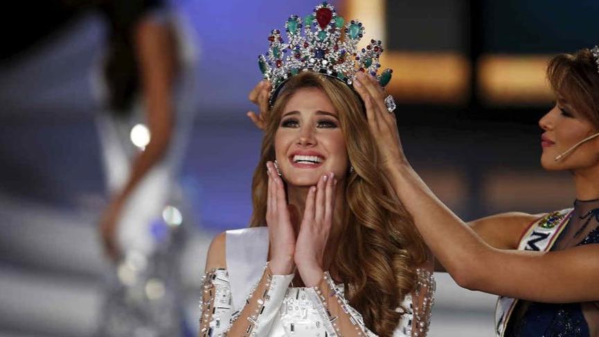 Güzellik yarışmasında siyasetçi ve iş adamlarıyla cinsel ilişki skandalı