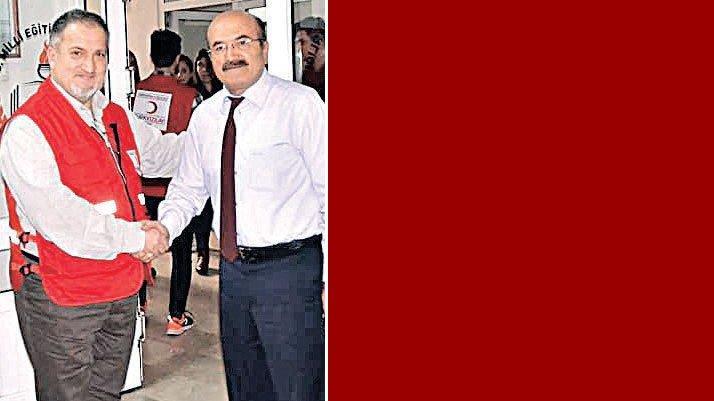 Atatürk düşmanı müdüre bürokratlardan destek
