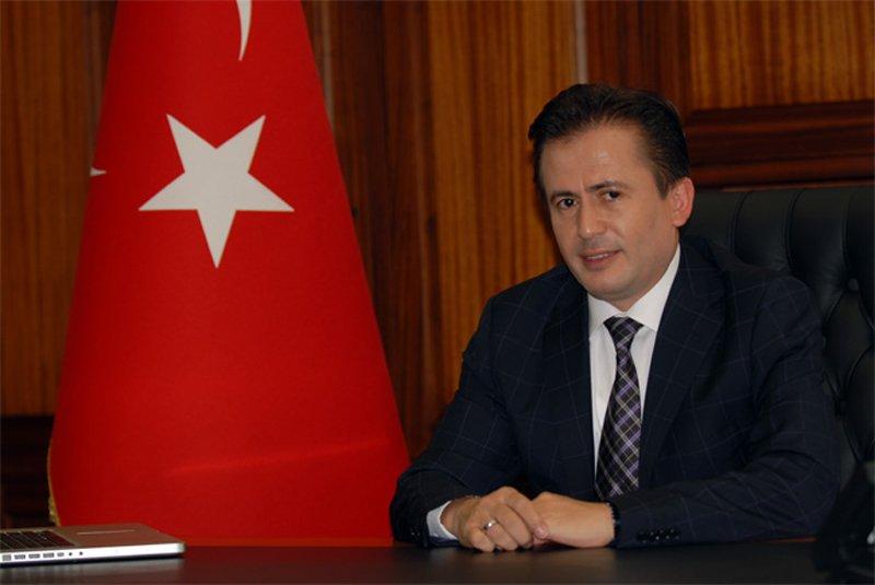 Tuzla Belediye Başkanı Şadi Yazıcı eleştirilere yanıt verdi.