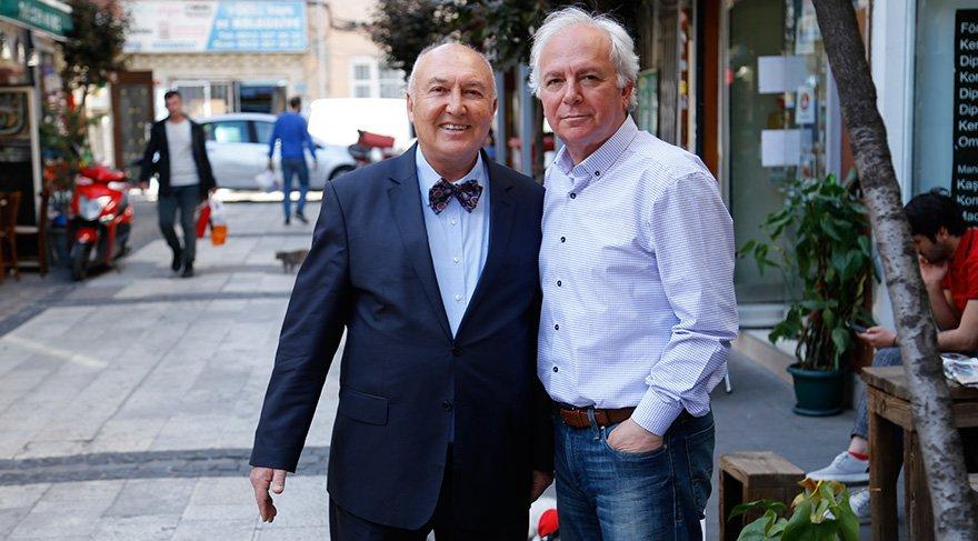 Prof. Övgün Ahmet Ercan (solda) Yüksel Şengül'ün sorularını yanıtladı.