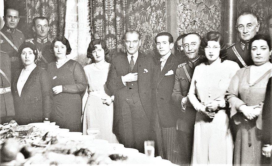 Atatürk Cumhuriyeti, Türk kadınını yüzyıllardır devam eden esaretten kurtardı. Türk kadınının en büyük güvencesi laik Cumhuriyettir.