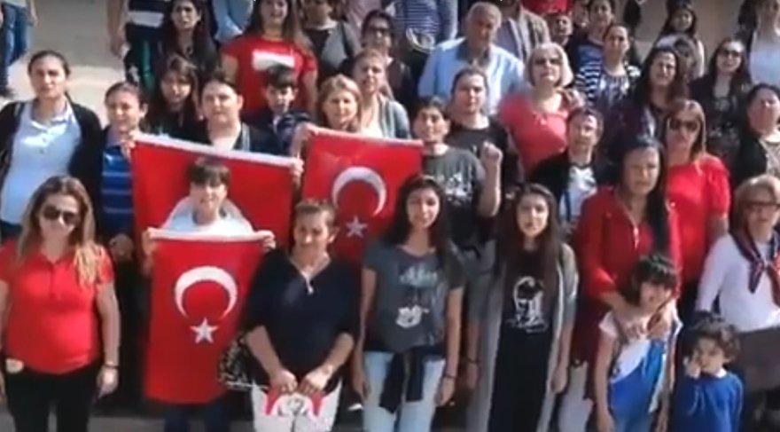 """İSTİKLAL MARŞI NASIL YASAKLANIR? Anıtkabir'de İstiklal Marşı'nın yasak olmasına anlam veremeyen vatandaşlar, """"Burası Atatürk'ün istiratgahı... Böyle yasak olmaz"""" dedi."""
