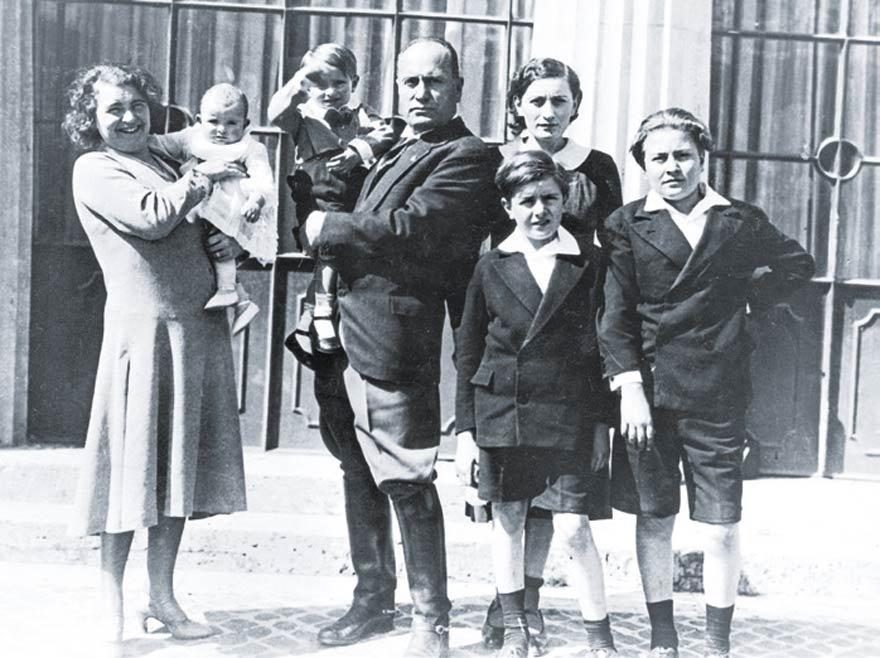 Mussolini tüm İtalyanların en az dört çocuk yapmalarını istiyordu.
