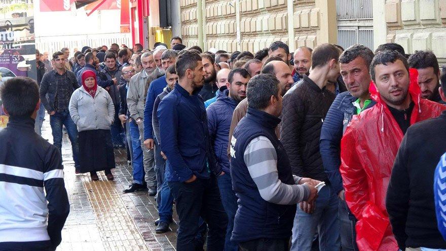 Türkiye'de işsiz sayısı resmi rakamlara göre 3.5 milyonu aştı.