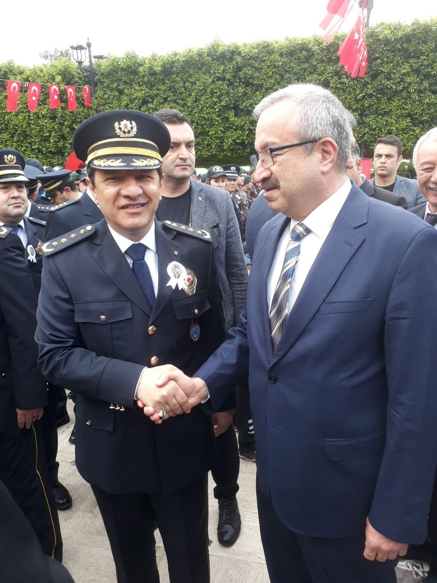 Adana Emniyet Müdürü Selami Yıldız törende tebrikleri kabul etti. Törene Sözcü Adana Temsilcisi Mehmet Serbes (sağdaki) de katıldı.