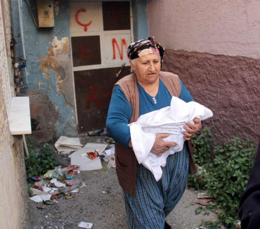 adana-sokaga-atilan-bebek-foto-iha-3
