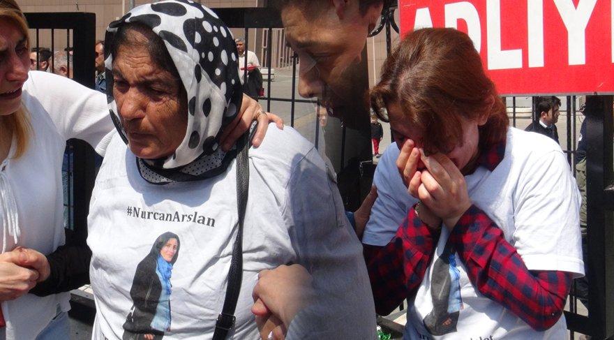 FOTO:DHA - İyi hal indirimine Nurcan Arslan'ın annesi Hayriye ve Gülcan Arslan ile kadınlar tepki gösterdi. Gülcan Arslan ve Hayriye Arslan adliye önünde gözyaşlarına boğuldu.