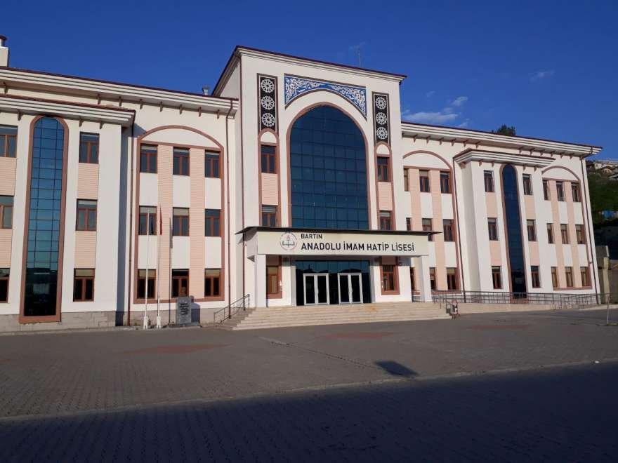ataturku-okullara-asmadilar-2