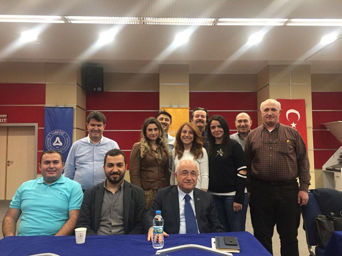 FOTO:SÖZCÜ/ Cemil Çiçek genç avukatlarla birlikte eğitim gördü.