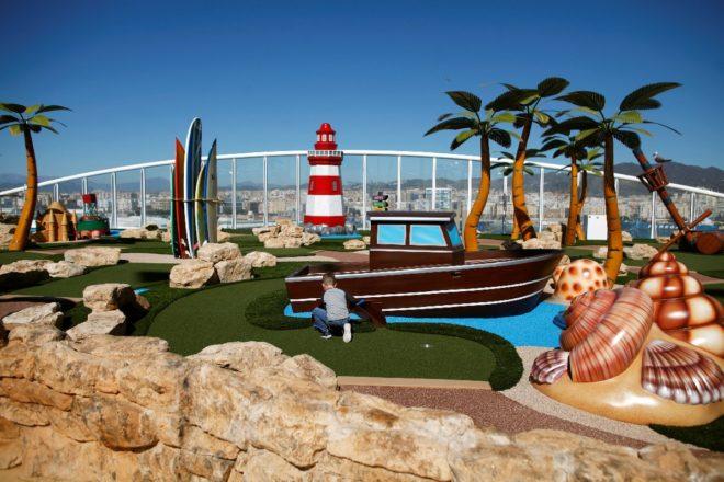 Geminin içinde çocuklar için dev bir oyun parkı da bulunuyor.