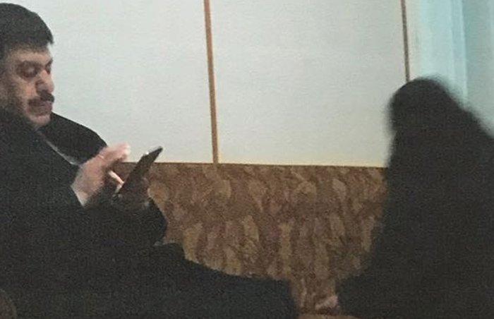 Müdürün yaptığı 3 ev ziyaretinden birisi, mağdur kadının 15 yaşındaki oğlu tarafından gizlice çekilerek belgelendi.