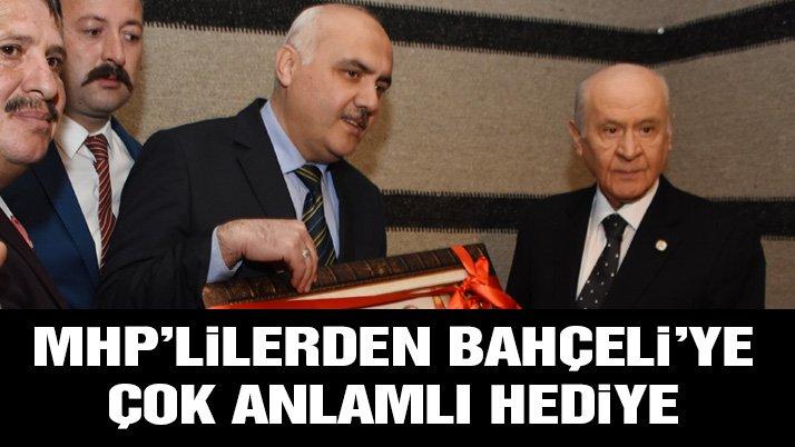 MHP lideri Bahçeli'ye anlamlı hediye