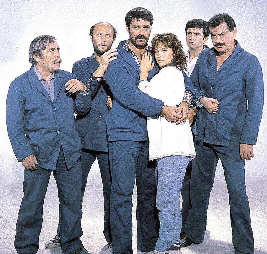 Hülya Avşar, Ölüm Yolu adlı filmde Kadir İnanır ile birlikte rol almıştı.