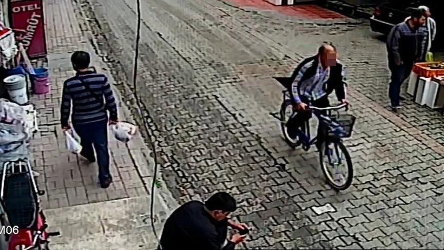 Hırsızın çaldığı bisikleti camiden çaldılar