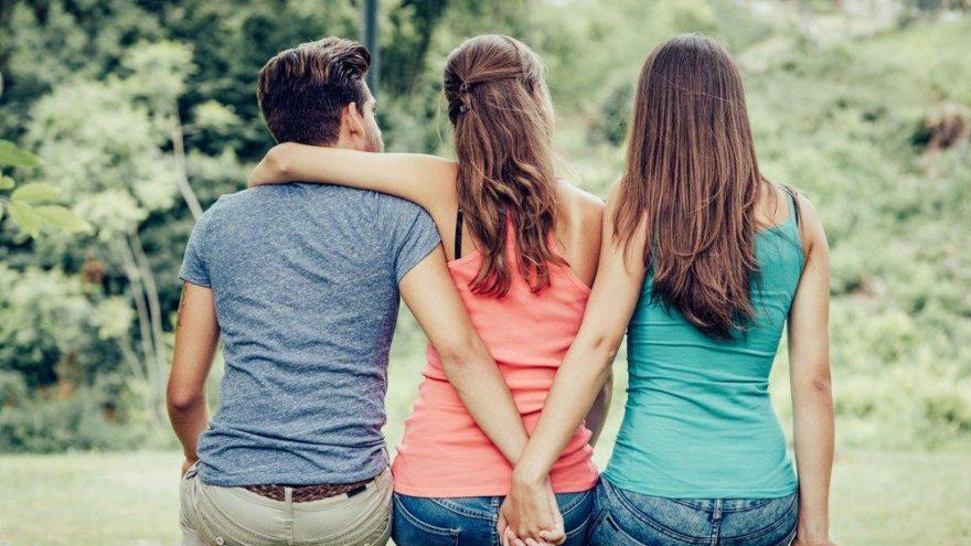 Aynı anda 4 kişiyle ilişkisi vardı… Sevgilileri bunu fark edince…