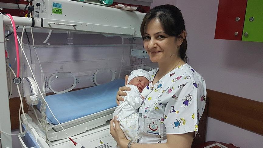 Antalya'da ağaç altına bırakılmış bebek bulundu