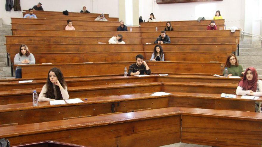 Öğrenciler merakla bekliyor: AÖF vize soruları ve cevapları geldi mi?