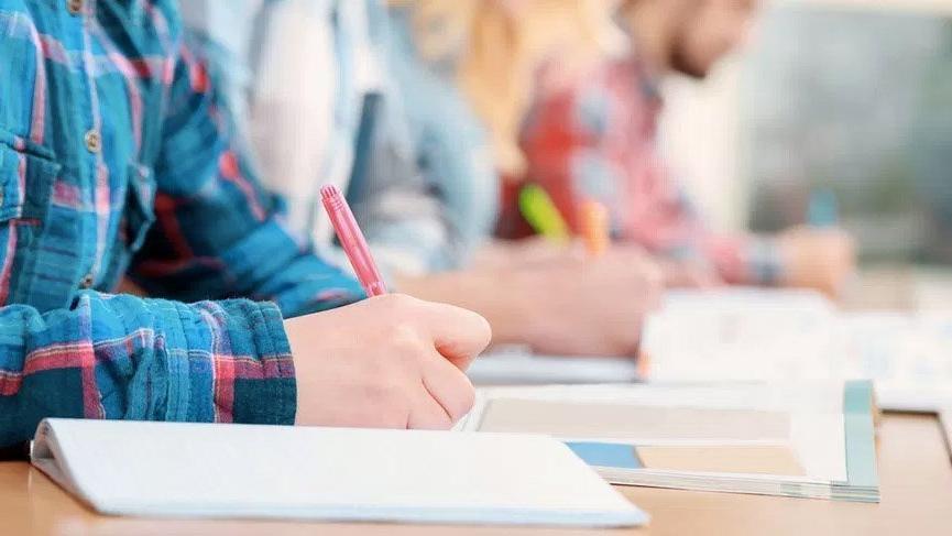 MEB merkezi sınavla liselere öğrenci alan okulları ve kontenjanları açıkladı