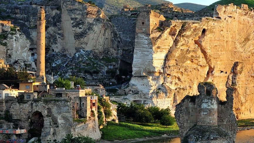 Medeniyetlerin beşiği Batman'nın tarihi yerleri: Hasankeyf, Zeynel Bey Türbesi, Mor Kiryakus Manastırı… İşte Batman'da gezilecek turistik yerler…