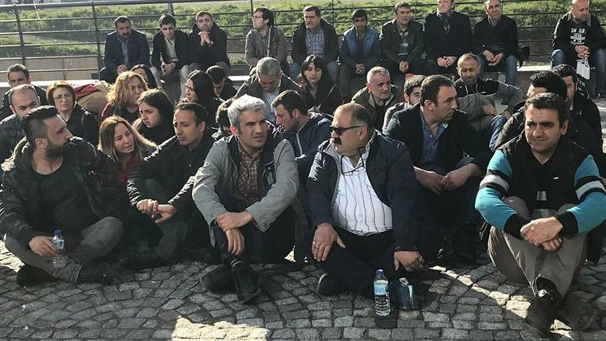 Kadro beklerken işten çıkarılan işçiler oturma eylemine başladı