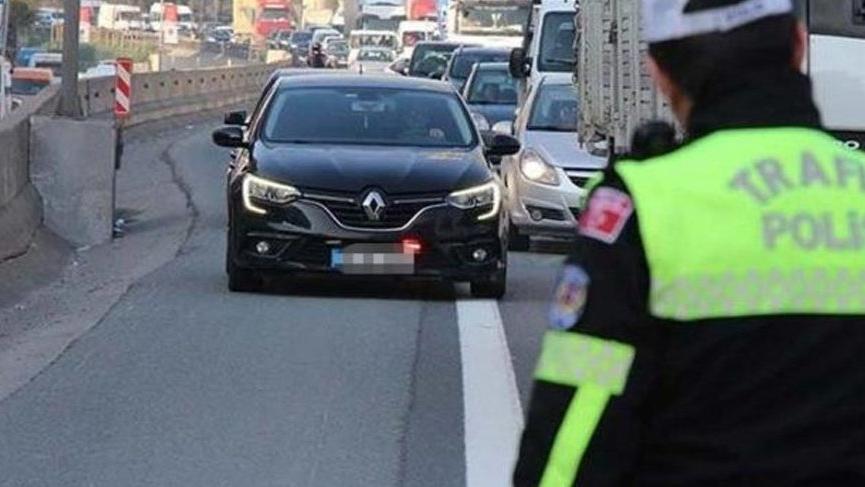'Çakarlı aracı' durduran ve açığa alınan polis görevine iade edildi
