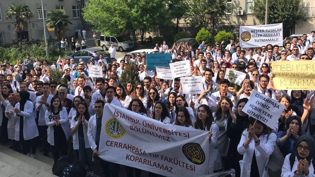 Cerrahpaşa Tıp Fakültesi'nde 'bölünme' protestosu