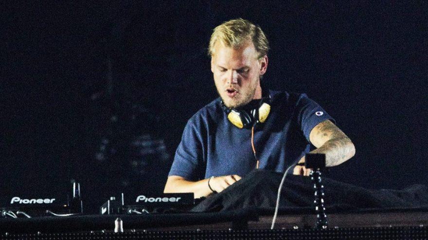 Avicii kimdir? Asıl adı Tim Bergling olan ünlü DJ ölü bulundu! İşte Avicii şarkıları ve hayatı…