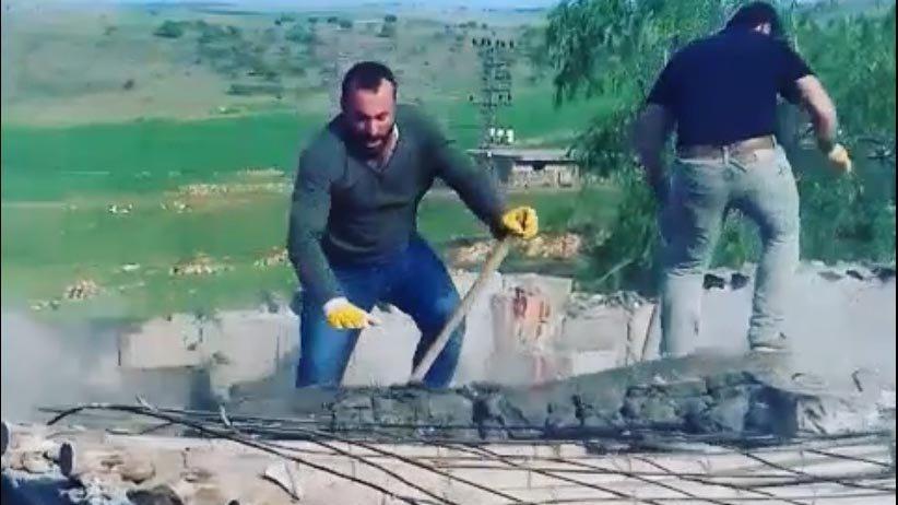 Betonlarını balyozla kırdıkları çatı çökünce yere çakıldılar