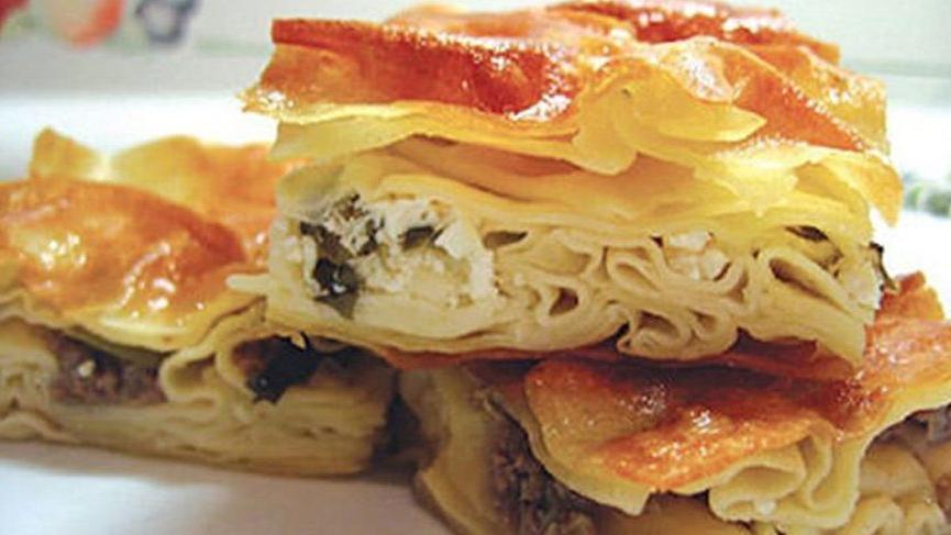 Ev böreği nasıl yapılır? İşte patatesli, kıymalı ve peynirli ev böreği tarifi