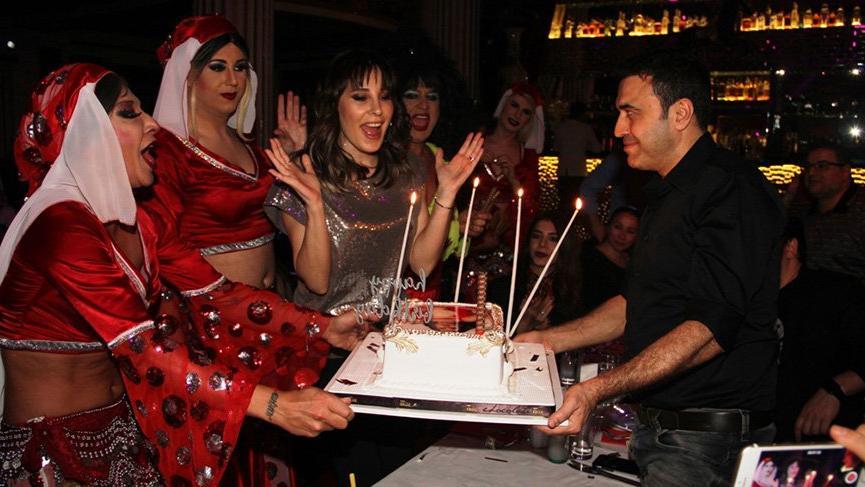 Funda Arar doğum gününü Cahide Müzikhol'de kutladı